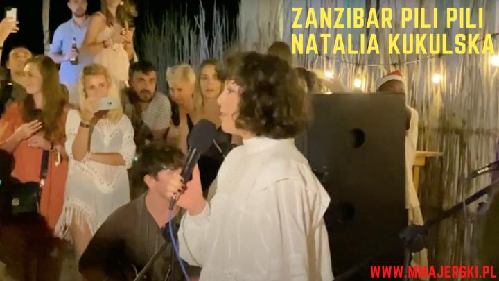 Zanzibar Natalia Kukulska w Pili Pili śpiewa kolędy